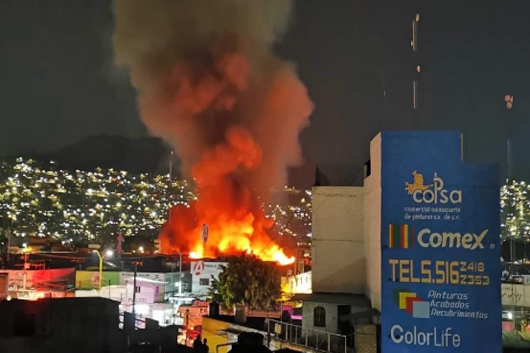 Incendio consume Central de Abasto de Oaxaca
